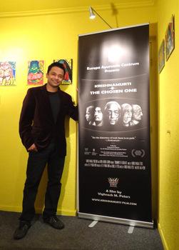 Vighnesh voor de banner van de film